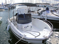 Bénéteau Flyer 5.5 Spacedeck Center console boat