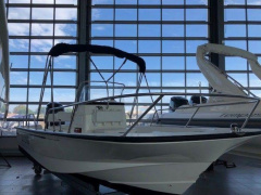 Boston Whaler Boston 190 Montauk Center console boat