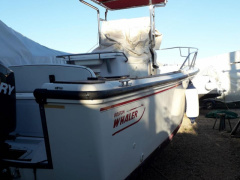 Boston Whaler 24 outrage Barca a console centrale