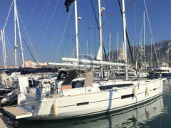 Dufour 520 Grand Large Sailing Yacht