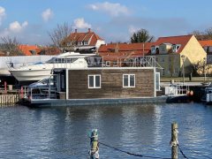 2014-0001 House Boat