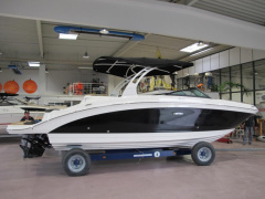 Sea Ray 270 SDXE Semicabinato