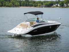 Cruisers Yachts 275 Express Sportboot