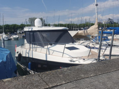Quicksilver 855/905 Activ Weekend Yacht à moteur