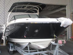 Sea Ray 270 SDXE Cabin Boat