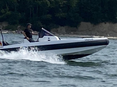 IRON 647 Speedboot