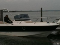 Sessa Key Largo 26 Deck Boat
