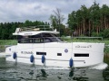 Cobra Yachts Futura 36 Fly Flybridge Yacht