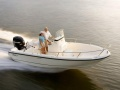 Boston Whaler 190 Outrage Deck-boat