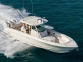 Boston Whaler 350 Outrage Deck-boat